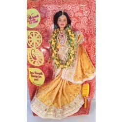 Индийская Барби в жёлтом сари Весенняя радость.