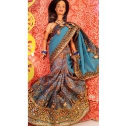 Барби индианка в сари цвета морской волны с украшениями.