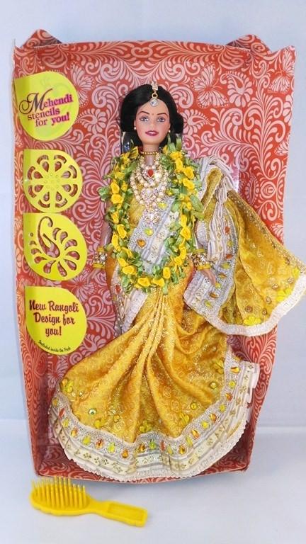 Барби индианка в спать из жёлтой парчи