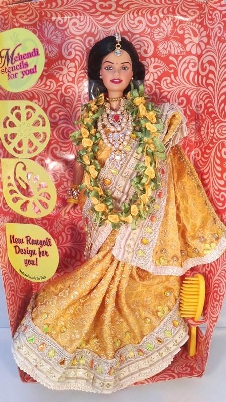 Барби индийнка в жёлтом сари