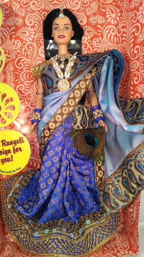 Индийская Барби в сари цвета Павлин.