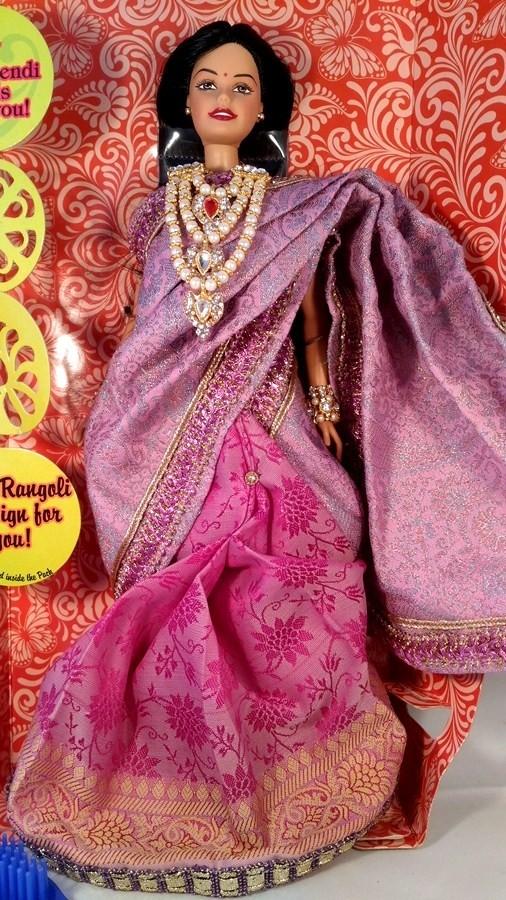 Барби индийская в розовом сари